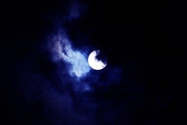 luna nublado