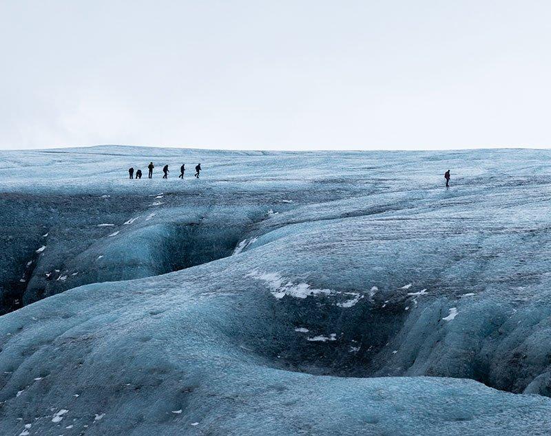cruzando glaciar en islandia