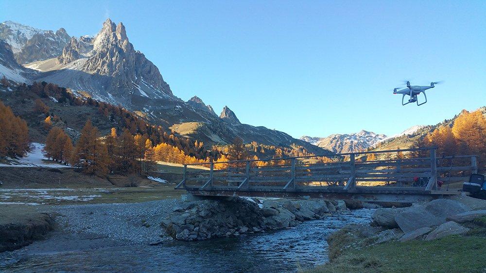 rio de la claree en los alpes franceses